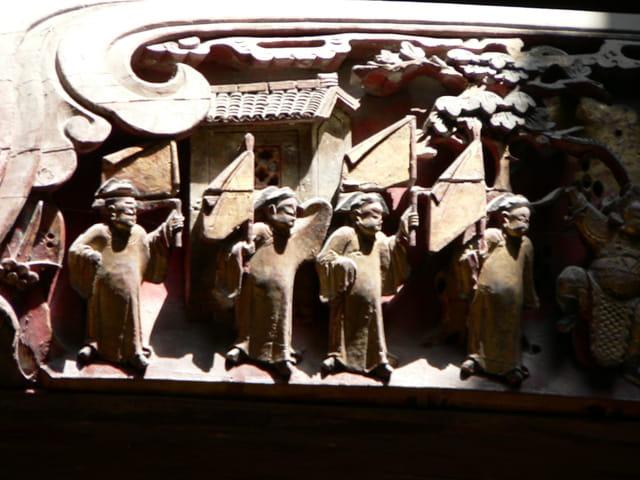 Sculptures sur poutres