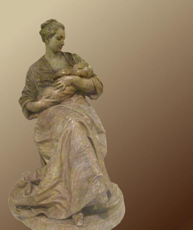 Sieste dans les bras de Maman