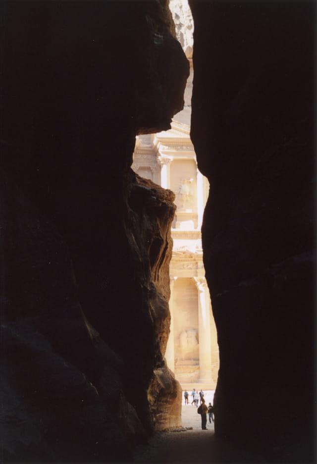 Sik à Petra dévoilant le temple du Trésor