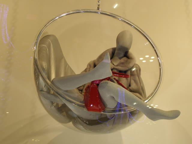 Soieries, cuir et fourrures aux Galeries Lafayette