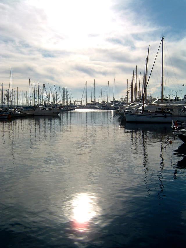 Soleil dans l'eau du port