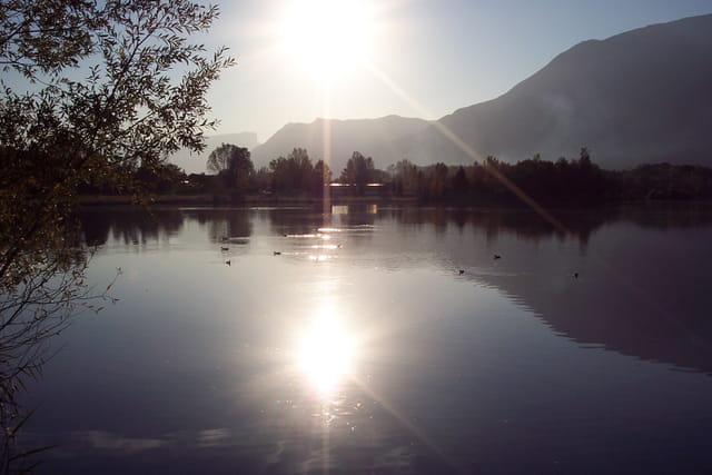 Soleil sur le lac de Saint-Pierre d'Albigny