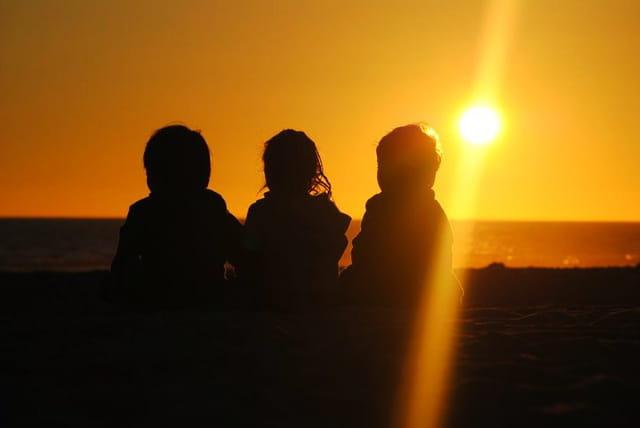 Sous le coucher de soleil