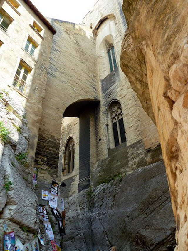 Sous le palais des Papes