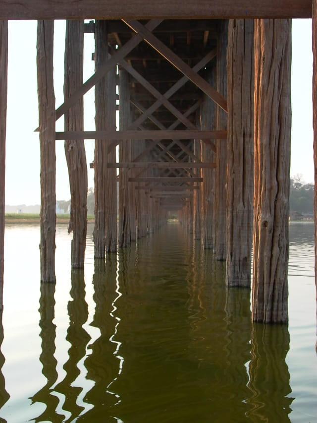 Sous le pont d'.........