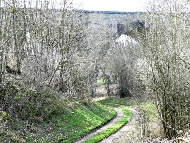 Sous le pont du Chemin de Fer