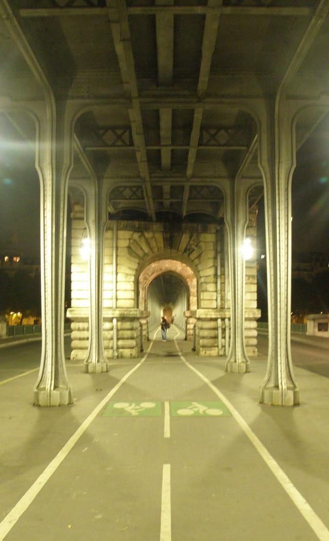 Sous le viaduc de Passy