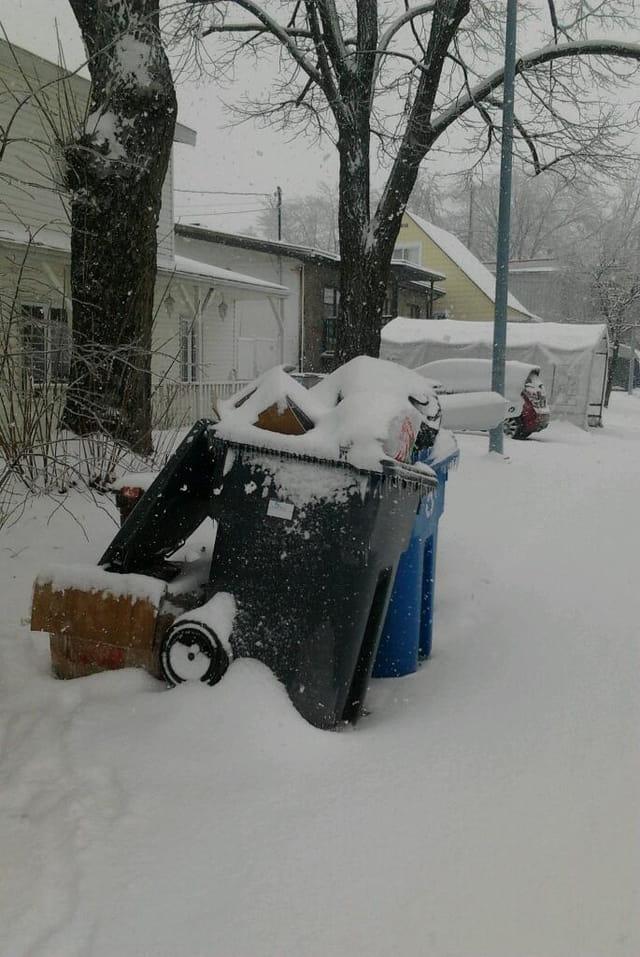 ...sous une tempête de neige...