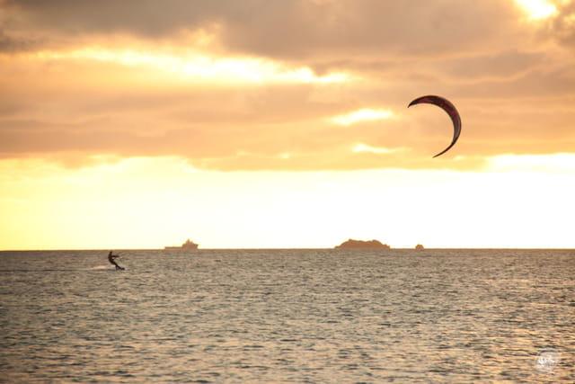 Sport à eau et à vent Kite-Surf
