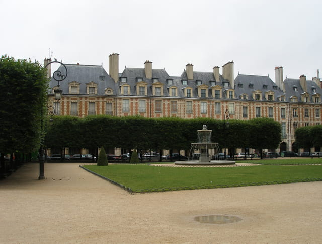 Square Louis XIII