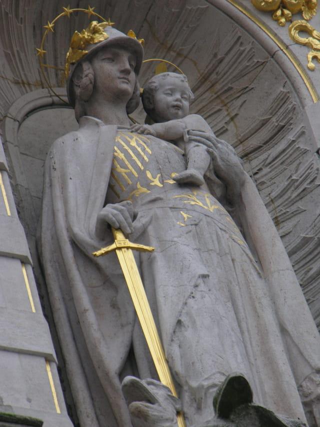 Statue..