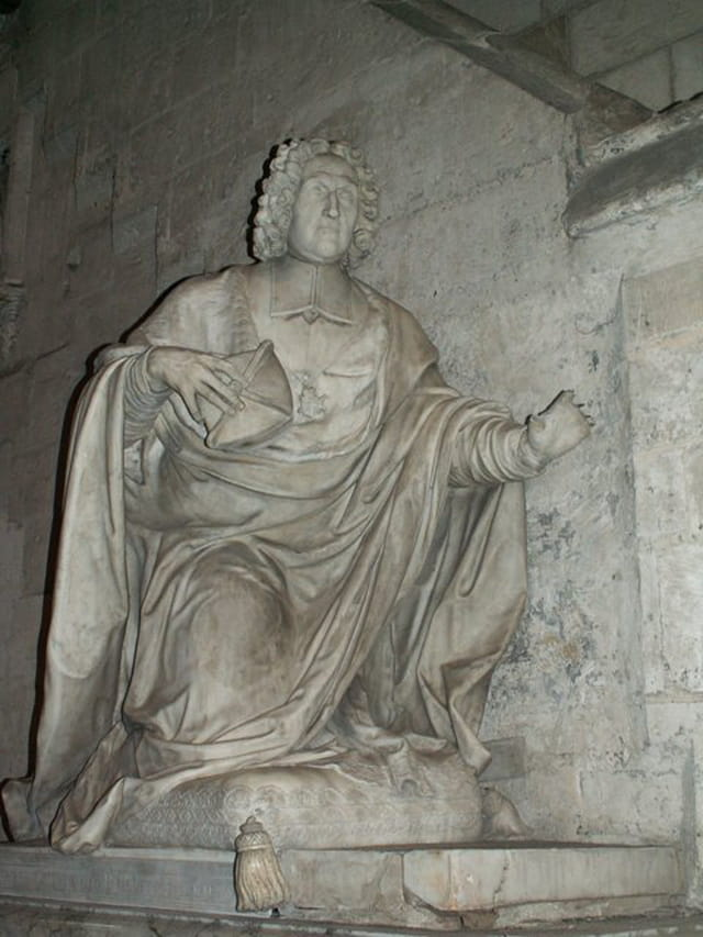 Statue cathédrale st pierre