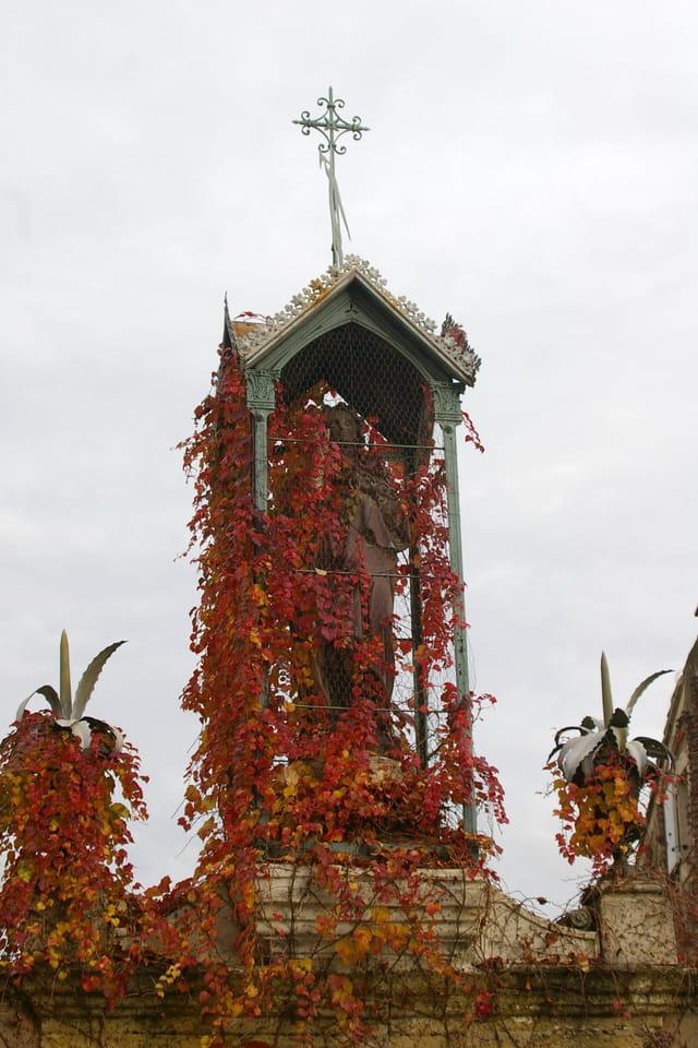 Statue couverte