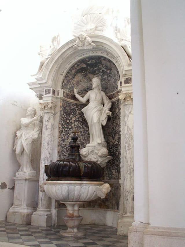 Statue dans la cathédrale