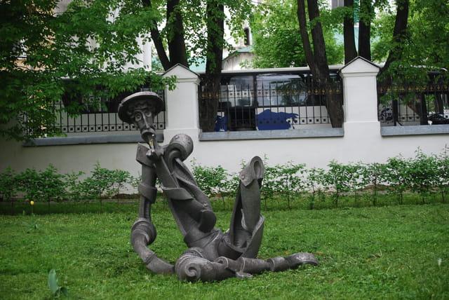 statue dans les jardins du Palais du Gouverneur