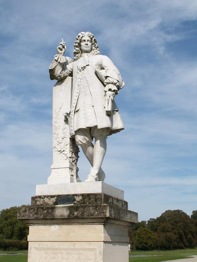 Statue de La Bruyere