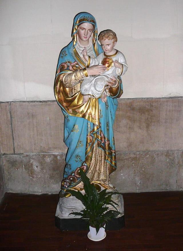 Statue de la Vierge portant  l'Enfant Jésus