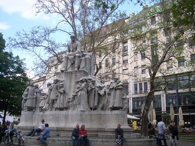 Statue de Mihály Vörösmarty