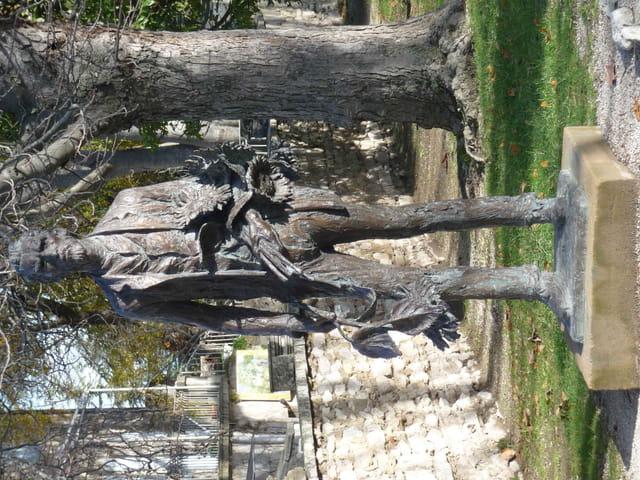Statue de Vincent Van Gogh à Saint Paul de Mausole.