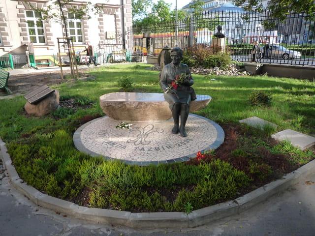 Statue de Wanda Tazbi