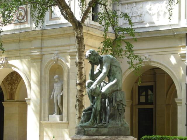 Statue jardin musée St pierre
