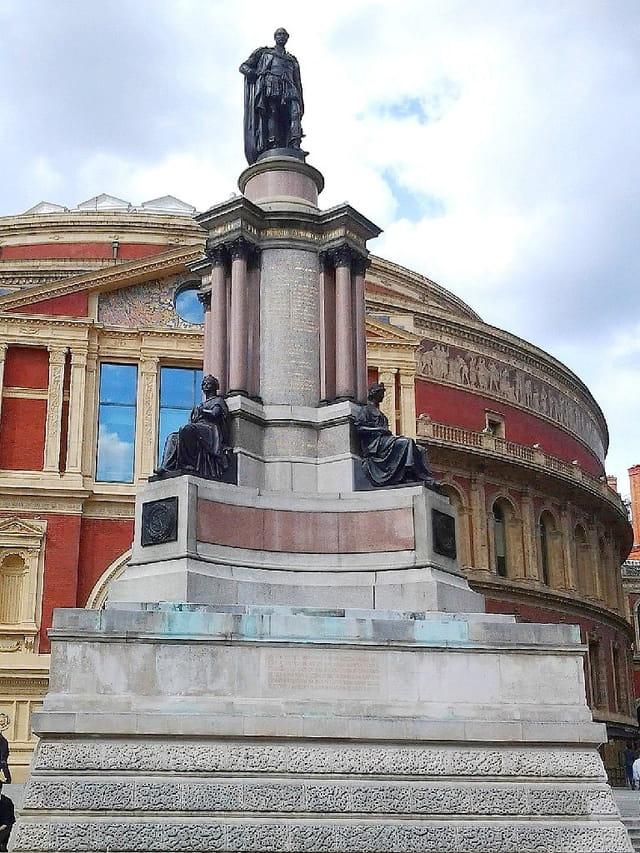 Statue of Albert (Opéra Royal)