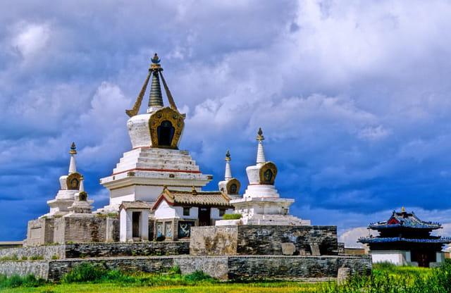 Stupa d'inspiration tibétaine