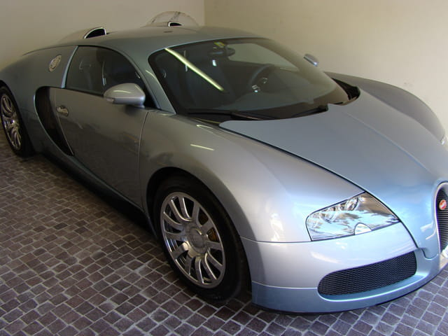 Sublime-car Bugatti-Veyron