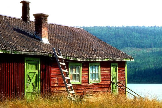 Suède, maison rurale traditionnelle.