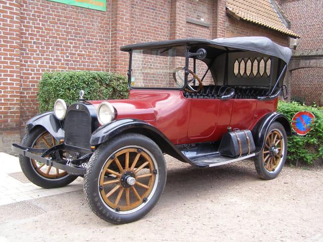 Superbe ancienne voiture décapotable
