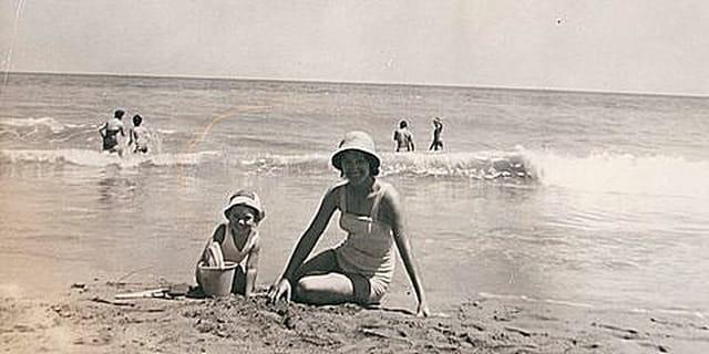 Sur la plage de Tipaza