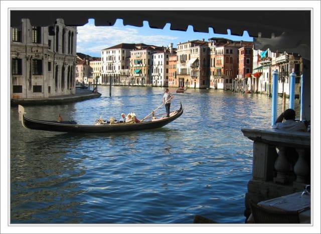Sur la rive du grand canal