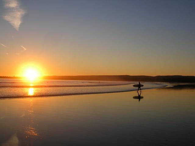 Surfer en Irlande