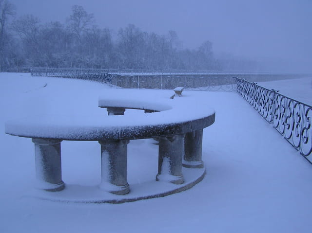 Table d'orientation sous la neige