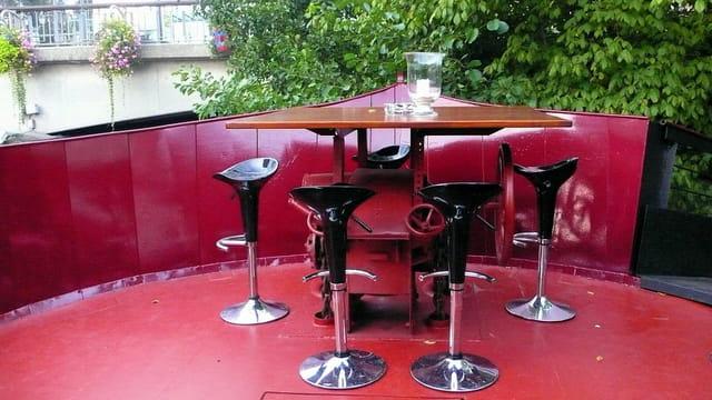 Table pour cinq