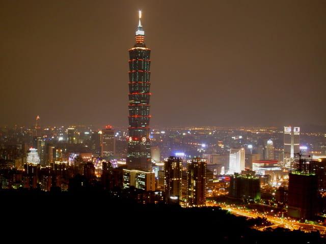 Taipei et la tour 101 la nuit