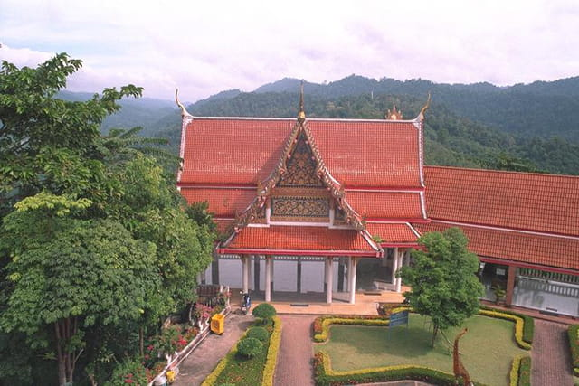 Taput les toits du monastere