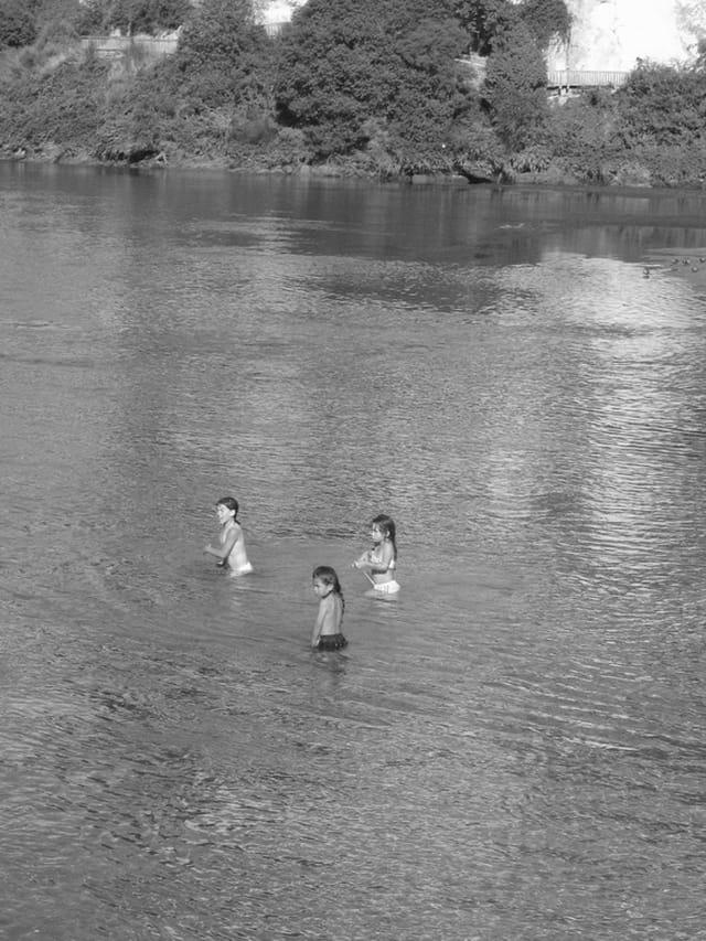 Taupo - détente à la rivière