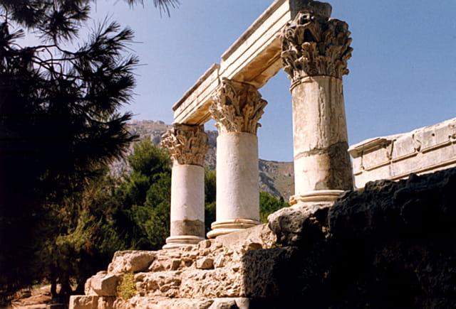 Temple d'Octave chapiteaux corinthiens