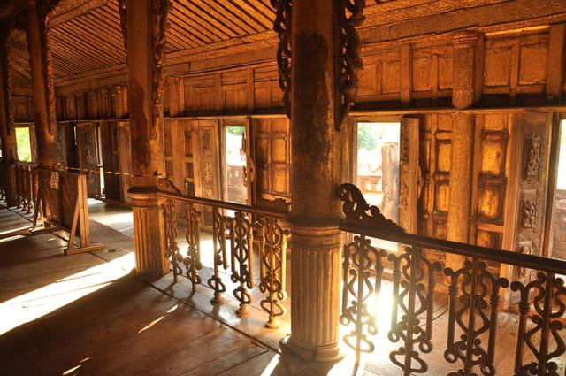 Temple en bois à Mandalay