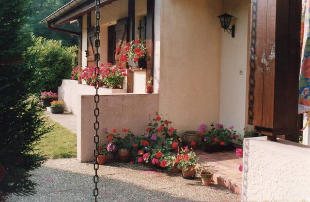 Terrasse fleurie au mois de Mai