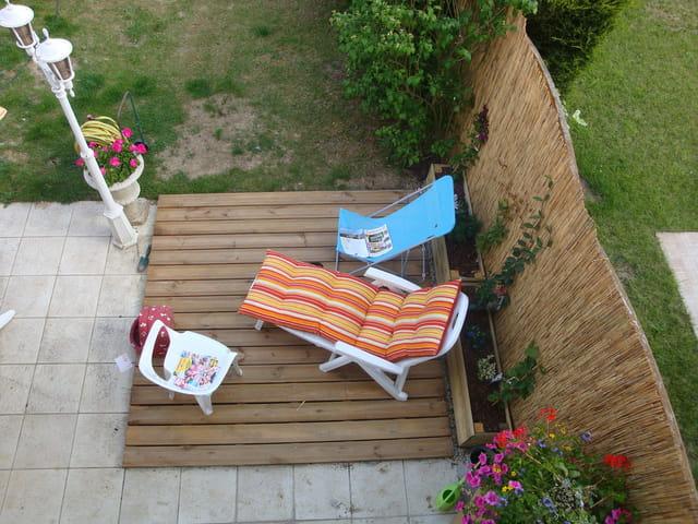 terrasse pot de fleur par gilles riegert sur l 39 internaute. Black Bedroom Furniture Sets. Home Design Ideas