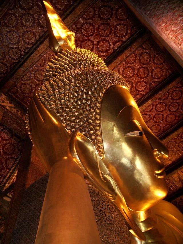 Tête du Bouddha couché