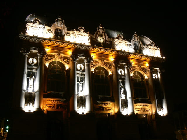 Théâtre de Calais, de nuit