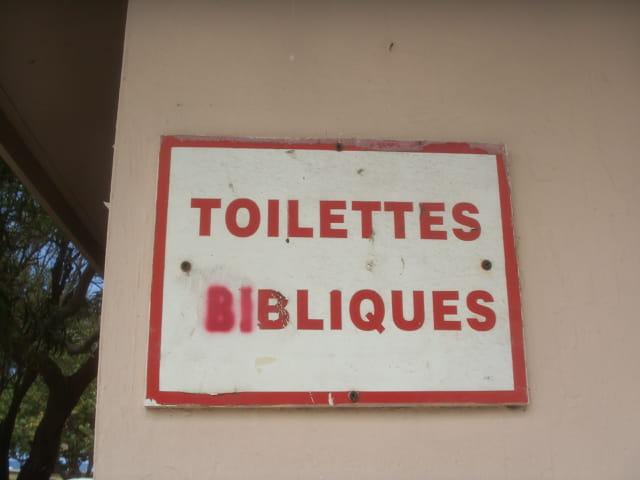 Toilettes sur le marché forain
