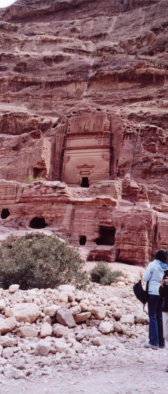 Tombe creusée dans le roc