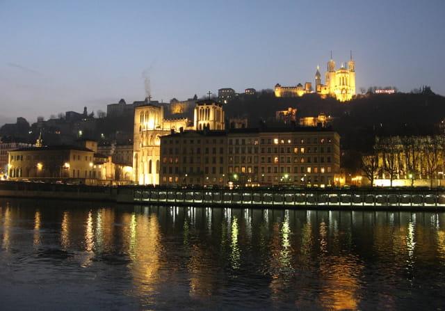 Tombe la nuit sur les quais de Saône...