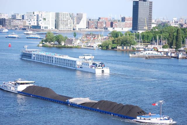 trafic dans le port d amsterdam par genevieve lapoux sur l internaute