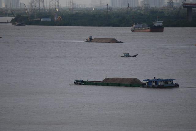 trafic sur la rivière Saigon