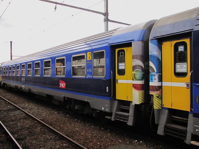 Train - Corail lunéa - Gare de LOURDES.